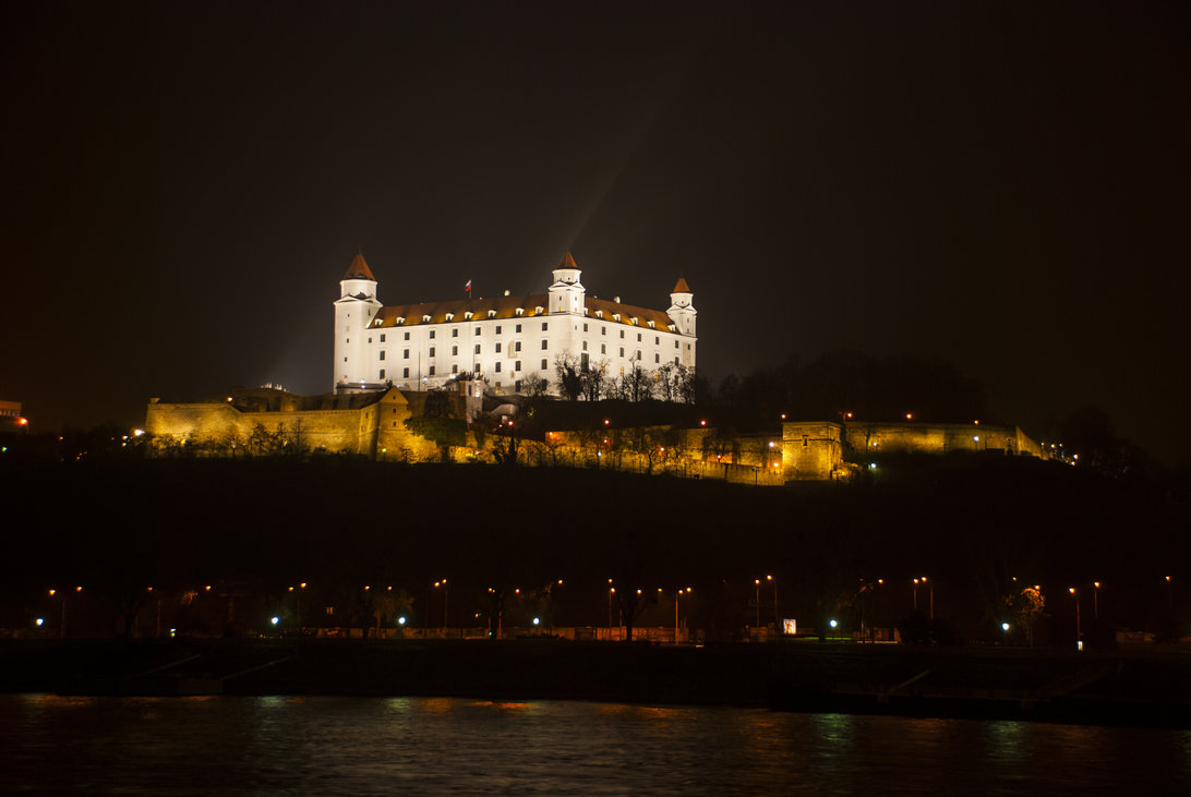bratislava_castle_at_night_2_by_smutyo-d5lkuyy
